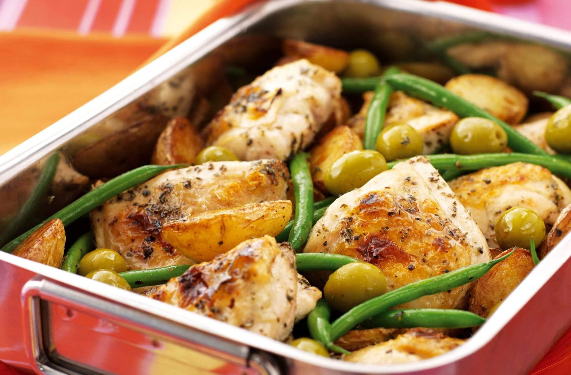 Pollo al limón a la plancha con patatas ¡Esta receta de pollo a la parrilla con papas y limón es lo perfecto para una cena rápida que solo usa una sartén! Obtén la receta aquí