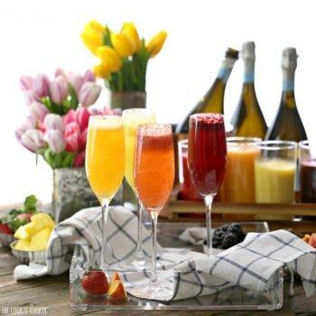 Bar Bellini hecho en casa hecho fácil con purés de frutas y Prosecco! Puede usar agua con gas para un sabroso brunch o desayuno sin alcohol. Muy divertido y sabroso! El   El novato de las galletas