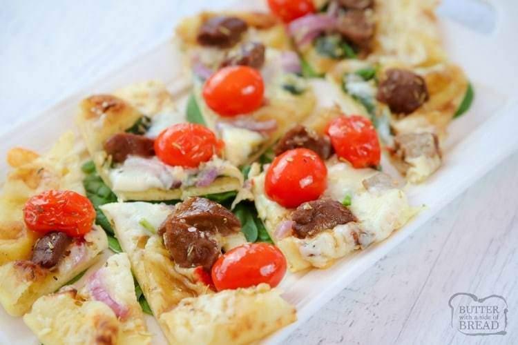PAN PLANO DE CARNE Y QUESO - Mantequilla con un acompañamiento de pan