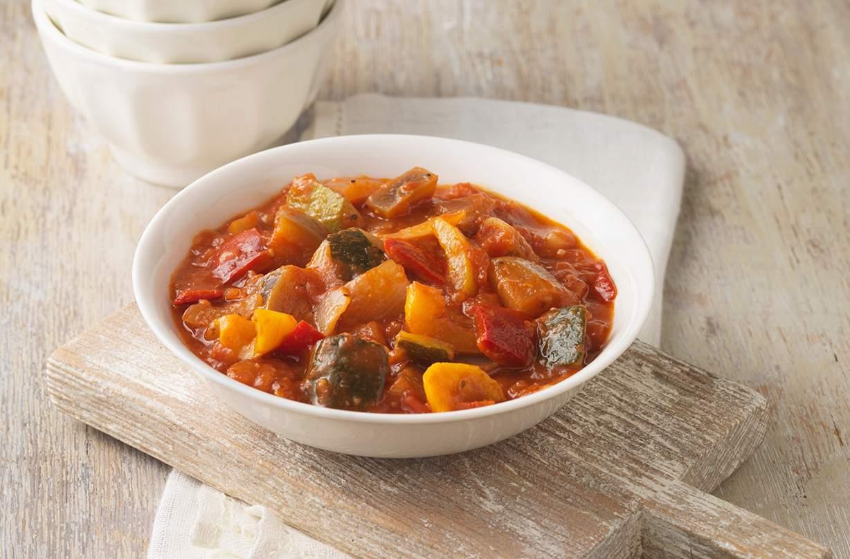 Ratatouille Esta receta clásica de pisto ha sido probada triplemente en nuestras cocinas. Calentador y reconfortante, una ratatouille llena de vegetales es fácil de hacer con cualquier resto de vegetales que tenga