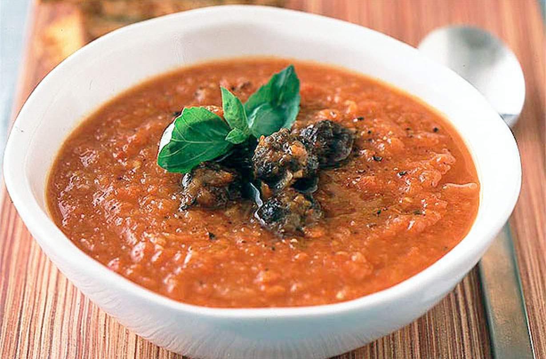 Sopa de tomate Esta receta de sopa de tomate es tan rápida y fácil de hacer que es posible que nunca más tengas que comprar sopa de tomate en lata, ¡además, también sabe mucho mejor!