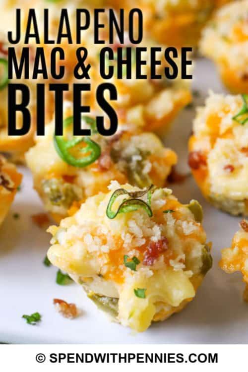 Cerca de macros de jalapeño y mordeduras de queso.