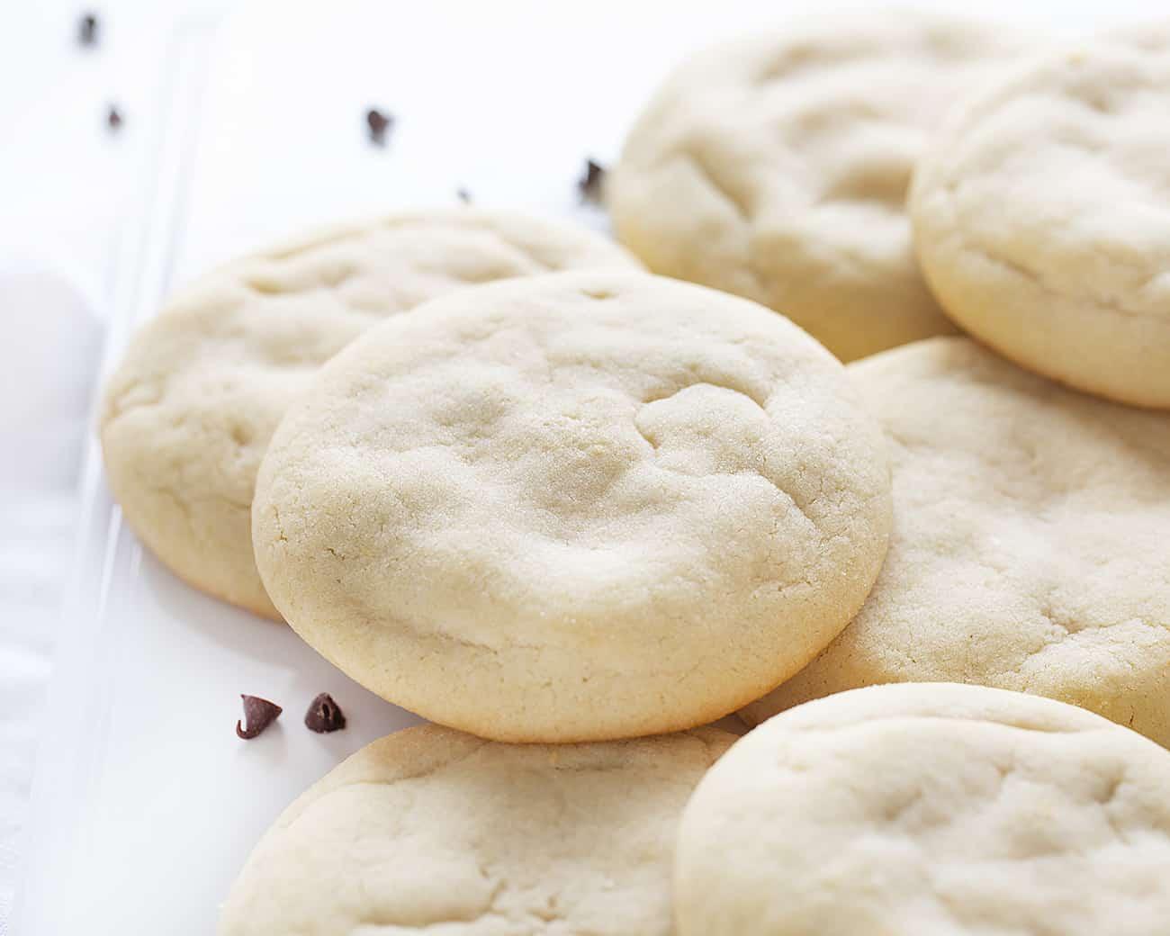 Galletas de azúcar con relleno de pastel de queso con chispas de chocolate