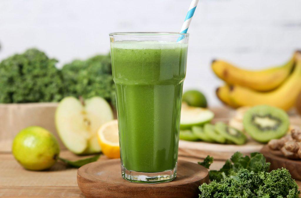 Malteada verde Los batidos verdes son la manera perfecta de llenar la forma saludable. Nuestra receta de batido verde contiene muchas proteínas y frutas y verduras para combatir el frío