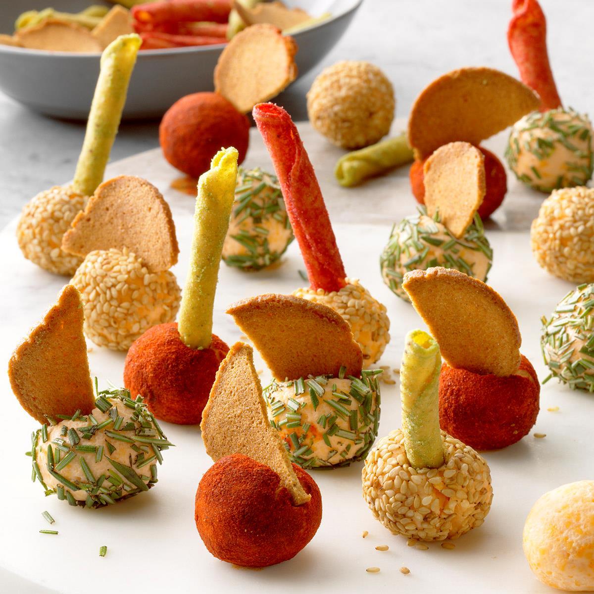 Mini Bolas De Queso  Estas mini bolas de queso son el aperitivo rápido perfecto para cualquier fiesta. Cubra con tostadas ...