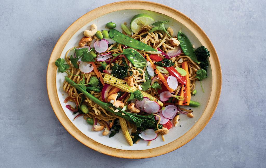 """¡TONTERÍAS! Salteado de arcoiris Este plato es exactamente lo que queremos decir cuando decimos """"come el arcoíris""""."""