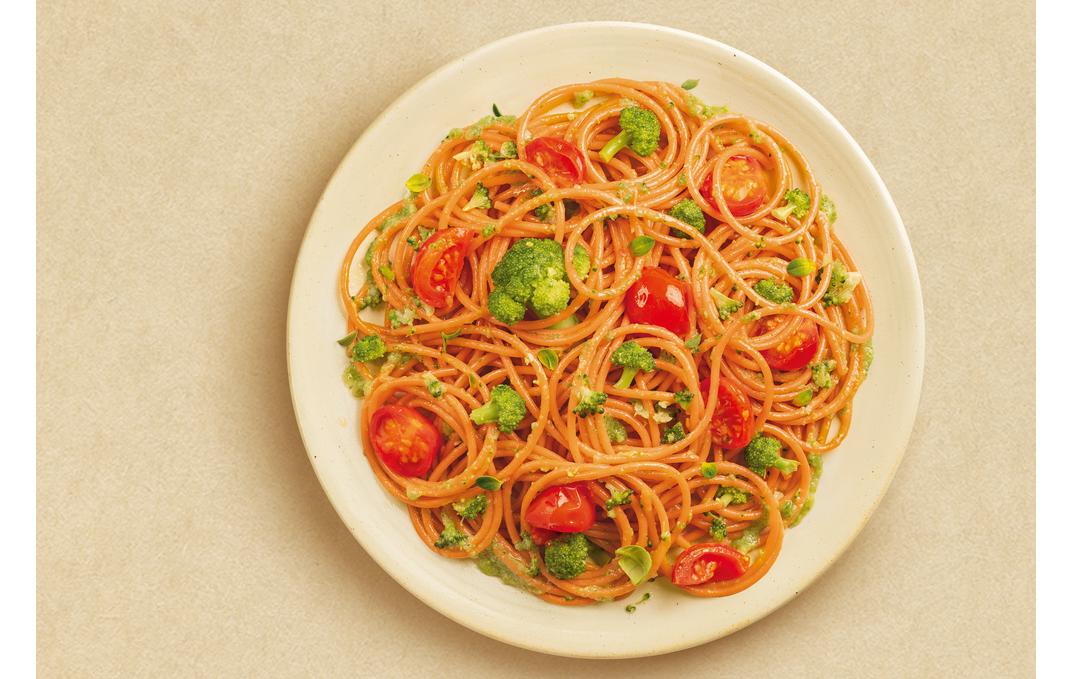 Espagueti con brócoli Con solo cuatro ingredientes, esta receta de espagueti con brócoli de Barilla será lo más fácil que hagas esta semana.