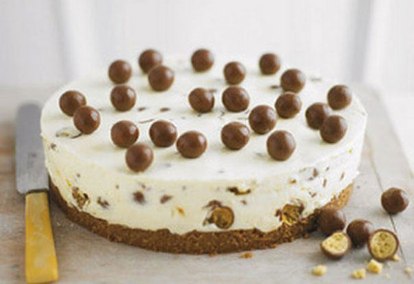 El pastel de queso de Maltesers fácil de Lorraine Pascale El pastel de queso Maltesers es realmente fácil de hacer y presenta el postre de chocolate favorito de todos, ¡así que lo que no debe amar!