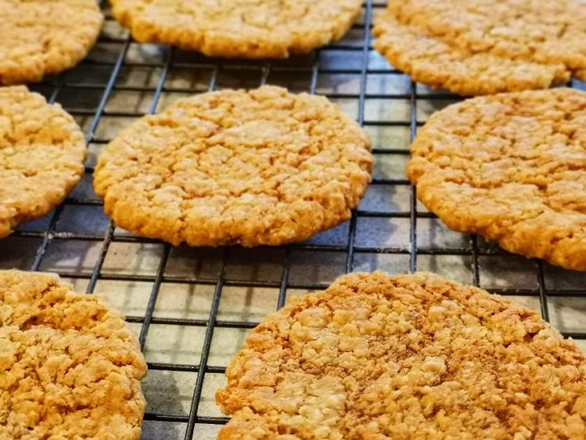 Galletas de avena de Rosemary Shrager En memoria de su madre, el famoso chef Rosemary Shrager ha creado una receta de galletas de avena para hornear y recaudar dinero para la Sociedad de Alzheimer