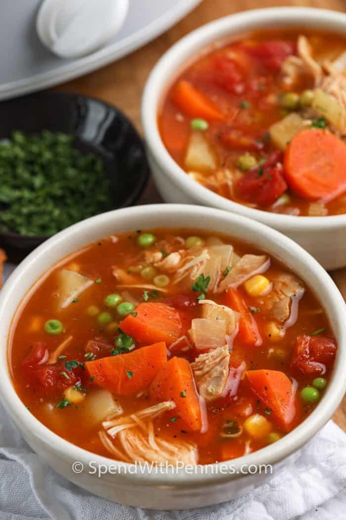 Sopa de verduras de pavo en olla de cocción lenta