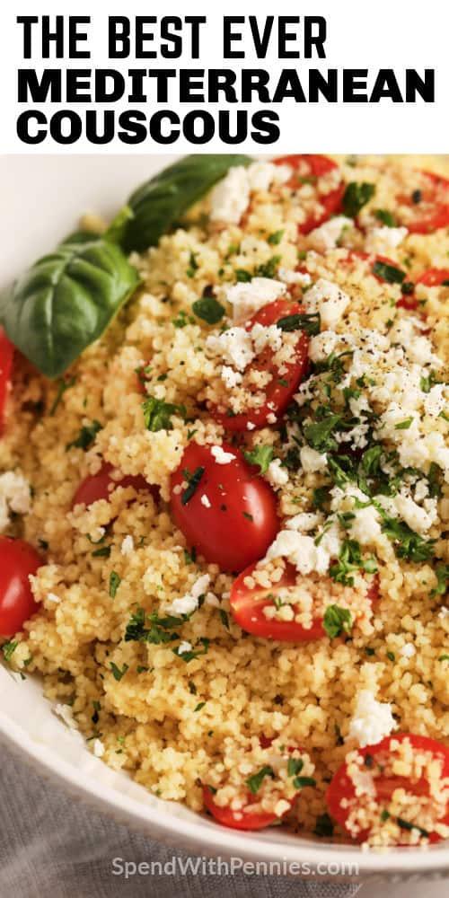 CousCous mediterráneo con queso feta y tomates con escritura
