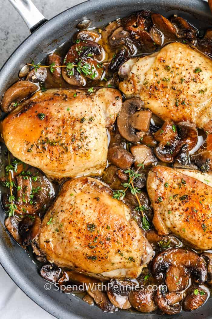 Muslos De Pollo Estofados Con Champiñones
