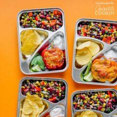 almuerzos en porciones en recipientes de plata