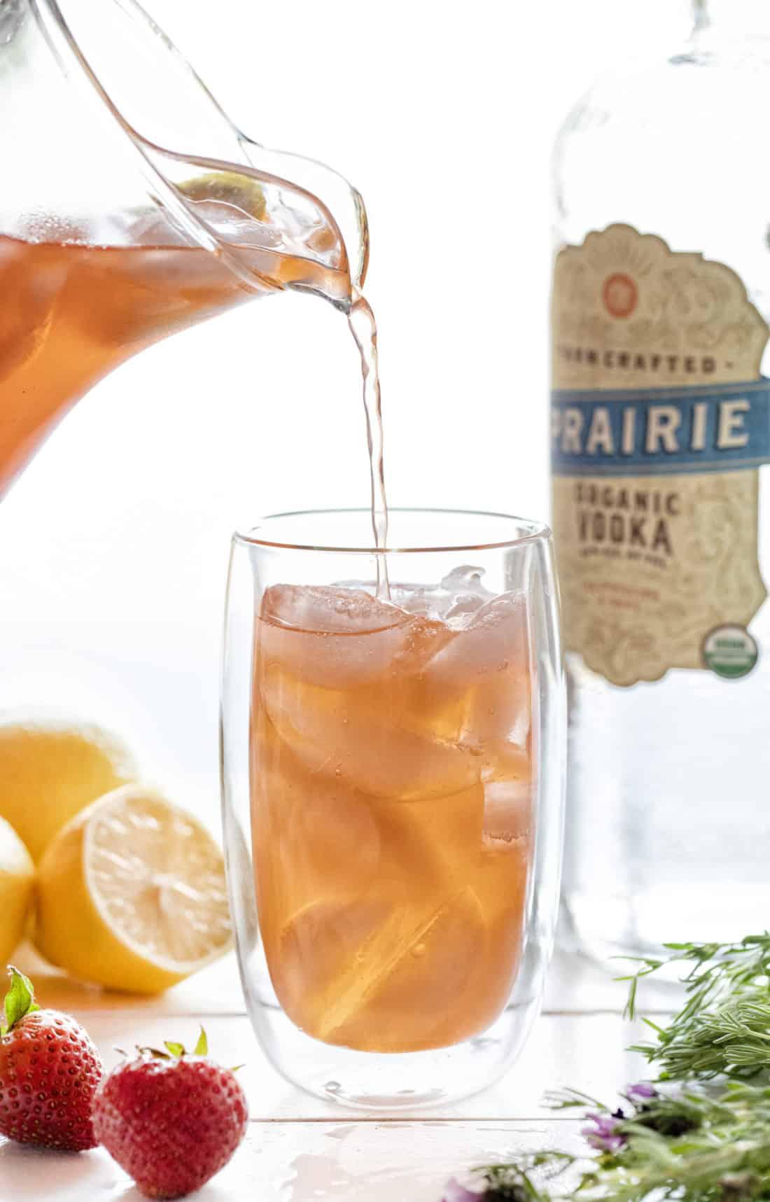 Limonada de fresa y lavanda con vodka